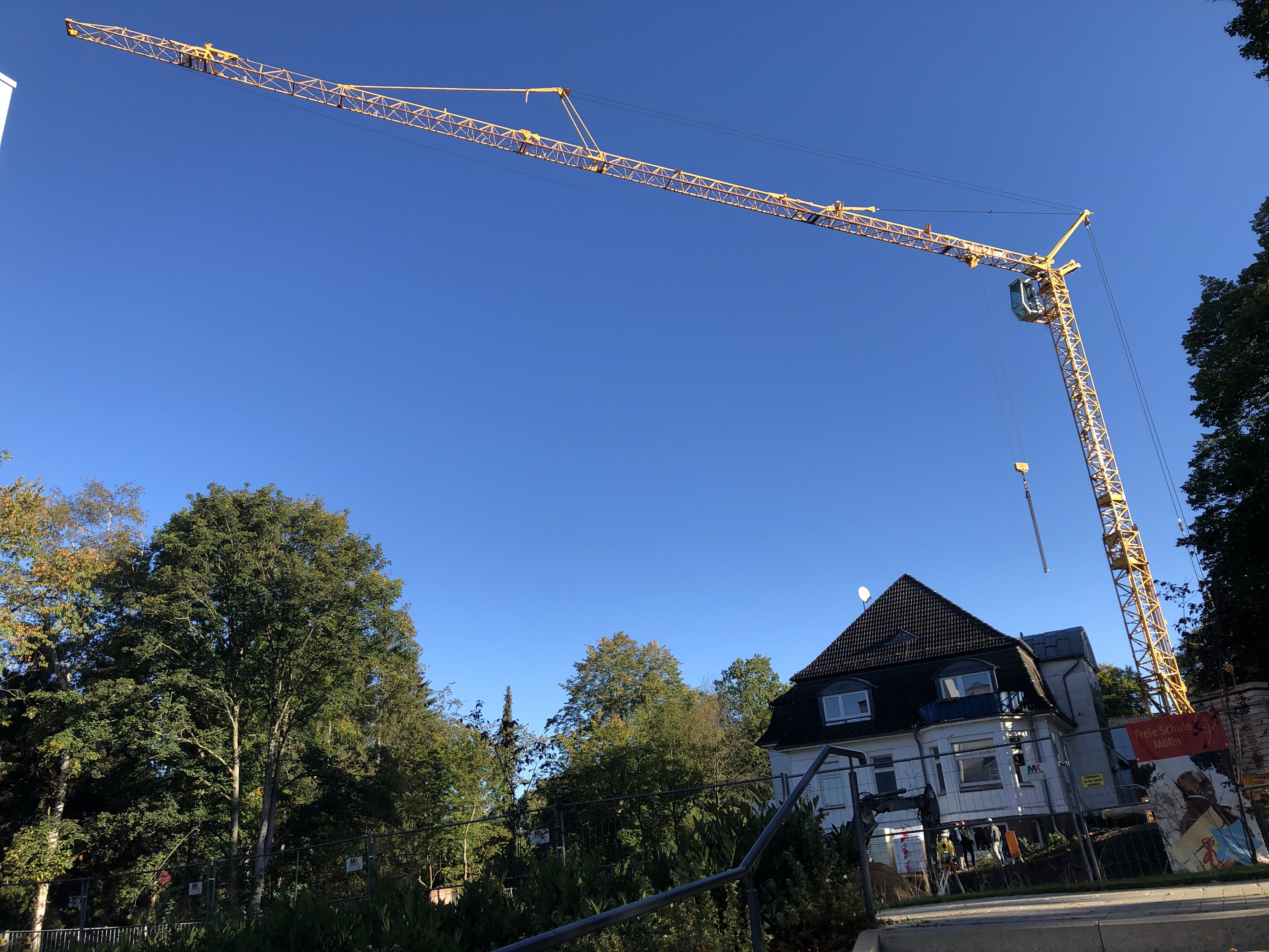 Kran auf der Baustelle der Freien Schule Mölln